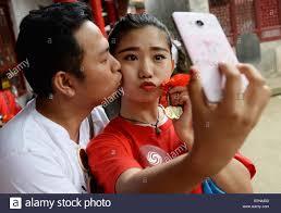 xi u0027an 20th may 2015 lovers take a selfie at the shaohuashan