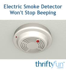 flashing green light on kidde smoke detector electric smoke detector won t stop beeping thriftyfun