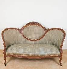 VictorianStyle Cameo Sofa  EBTH - Cameo sofa