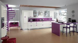 küche lila elegante küche sieht wie tolles büro aus