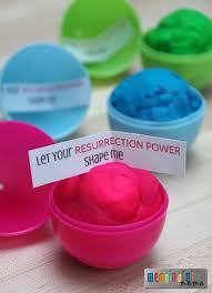 Christian Homemade Easter Decorations by Best 25 Plastic Easter Eggs Ideas On Pinterest Easter Stuff