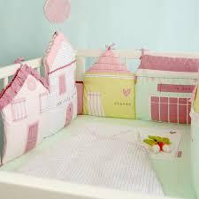 chambre bébé pastel tour de lit pastel forme petites maisons pour lit bébé 60 x120 ou