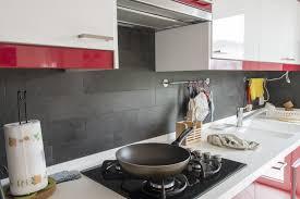 cuisine cacher recouvrir un carrelage de cuisine cacher pose et actalement lenduit