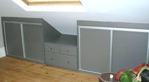 peinture chambre sous pente lit sous pente de toit deco chambre sous comble amacnagement des