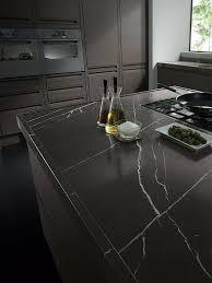 cuisine marbre noir les 25 meilleures idées de la catégorie plans de travail en marbre
