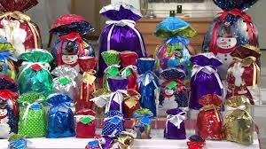 kringle express 74 e z drawstring gift bag set on