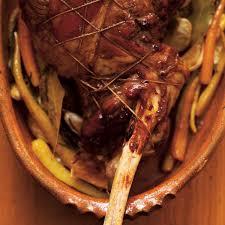 cuisine gigot d agneau gigot d agneau rôti au miel de sarrasin et carottes jaunes ricardo