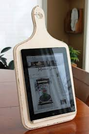 1000 images about gift ideas for others on pinterest oregon mamie janes another kitchen tablet holder love this diy i would use this as decor by putting a picture or quote or something cute that is flush with the