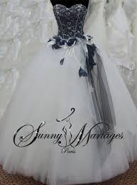 robe de mari e noir et blanc robe de mariée blanche et pas cher idée mariage