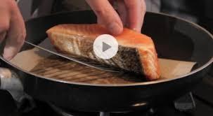 cuisine pavé de saumon astuce cuisson pavé de saumon vidéo gourmand