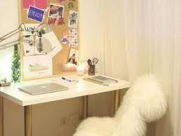 bureau customisé diy 17 déco un bureau customisé avec des pieds or par cbyclemence