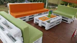 Diy Wood Pallet Outdoor Furniture by Diy Pallet Patio Furniture 99 Pallets