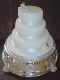 white wedding cake picture with very small flowers