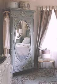 armoire vintage chambre 1001 idées comment adopter le style shabby chic dans l intérieur
