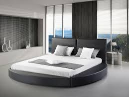 chambre avec lit rond lit design en cuir lit rond 180x200 cm noir sommier inclus