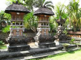 beautiful balinese style house in hawaii the home entryway holds
