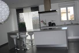 cuisine blanc et comment aménager sa déco cuisine blanc et grise