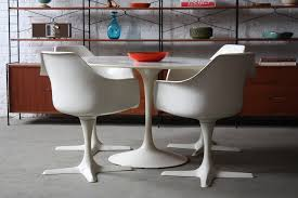 Tulip Table And Chairs On Deck Mid Century Modern Burke Tulip Table And Fou U2026 Flickr