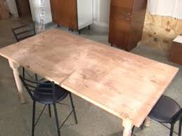 Building A Wooden Desk Top by Build A Diy Wood Table How Tos Diy