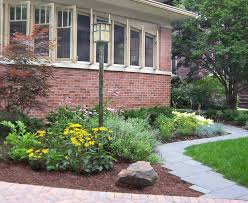 Backyard Light Post by Amazing 12 Front Yard Light Post Ideas On Post Flower Bed