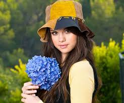 selena biography in spanish selena gomez biography childhood life achievements timeline