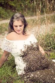 Baby Photoshoot Covers Baby Bump In 20 000 Bees For Maternity Photoshoot