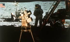 Flag On The Moon Conspiracy More Fake Moon Landing Evidence Howstuffworks