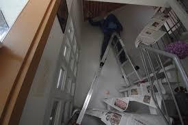 leitern fã r treppen teleskopleiter treppenleiter treppenhausleiter