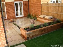 Patio Pictures And Garden Design Ideas Decor Tips Outdoor Design With Garden Beds And Outdoor Seating