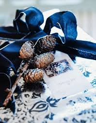 Black And White Ball Decoration Ideas 10 Stylish Black And White Christmas Décor Ideas Digsdigs