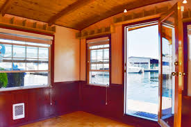 Living Room Song Seattle Houseboat Swan Song On Lake Union Affordable Waterfront