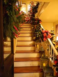 30 beautiful christmas decorations that turn your staircase into a