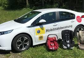 tcs siege auto peu de voitures capables d accueillir 3 sièges enfant à l arrière