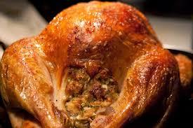 comment cuisiner la dinde de noel recette de dinde farcie aux coings pommes noisettes foie pommes