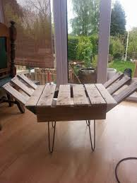 retro style indoor bench from upcycled pallet u0026 steel u2022 1001 pallets