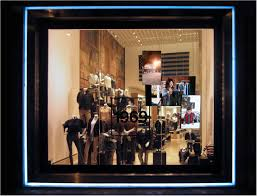 whispering window gaps flagship store rome feonic invisible