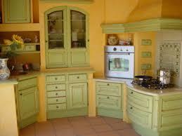 cuisine jaune et verte cuisine provencale verte et jaune exposee a blaye cuisines