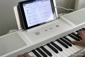 keyboard that lights up to teach you how to play the one smartpiano keyboard is smart enough to teach you how to play