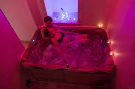 chambre bulles bulles d amour au domaine week end romantique à cotignac