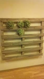 Lit Avec Des Palettes Jardin Vertical Faite Avec Des Palettesmeuble En Palette Meuble
