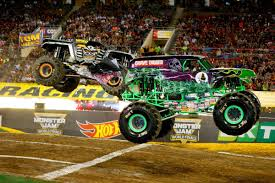 monster trucks grave digger crashes the monsters are back huge trucks return to mn after 3 year break