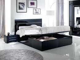 chambre avec lit noir lit noir design lit avec coffre de rangement city laque noir chambre