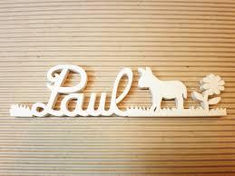 lettre porte chambre bébé prénoms décoratifs lettres en bois peint attachées plaque de