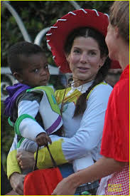 toy story halloween sandra bullock u0026 louis u0027toy story u0027 halloween duo photo 2749127