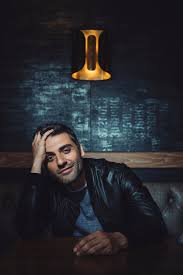 after his mother u0027s death oscar isaac turns to shakespeare for