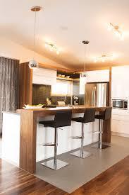 cuisine blanc et noyer de cuisine modernes thermoplastique et noyer qu bec avec armoire