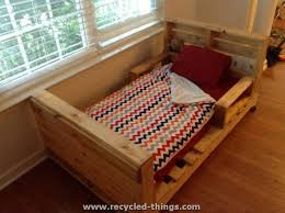 Building A Platform Bed Out Of Wooden Pallets by Best 25 Pallet Toddler Bed Ideas On Pinterest Kids Pallet Bed