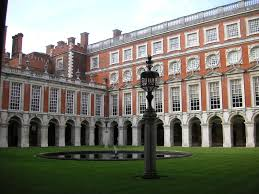 file hampton court palace 06 interior courtyard by wren ttaylor05