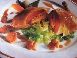 cuisiner pigeon recette croustille de pigeon et cèpes au chou frisé et girolles