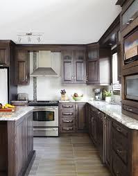 le decor de la cuisine armoires de cuisine de style classique l îlot et la totalité de la